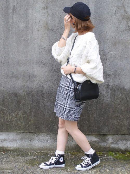 レディース向け【スニーカー×スカート】で作る大人女っぽコーデ特集
