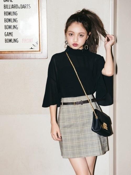 大学生コーデ1つ目は、2018年秋冬も引き続きトレンド入り「グレンチェック柄」。 ファストファッションブランドから高級ブランドまで多くのブランドが「グレンチェック