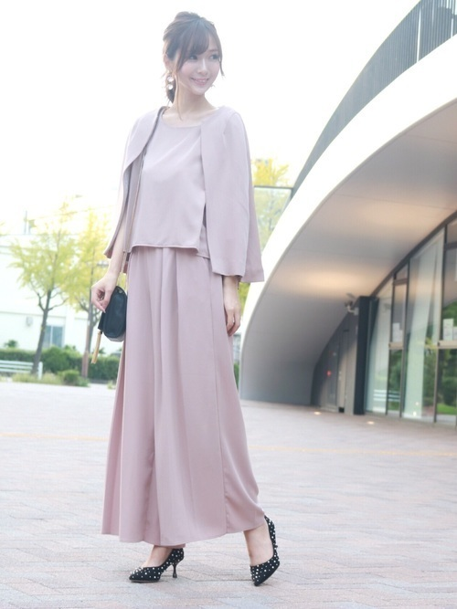 ae1e22457e8b1 こちらのパンツドレスは、 セットアップ+ケープ付き のうれしいアイテム。肩に羽織るだけでこんなに様になるんです。さらにヒップはすっきり、裾はワイド なデザイン ...