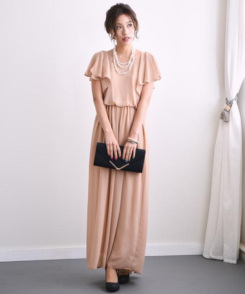 aadc051aa86b7 同じパンツドレスでも、色でがらっと雰囲気が変わりますね!先ほどよりも、フェミニン感が増してガーリーな仕上がりです。ここで、黒のバッグとヒールで甘すぎない  ...