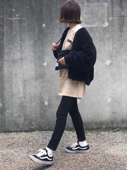 コーデ 黒 ジャケット