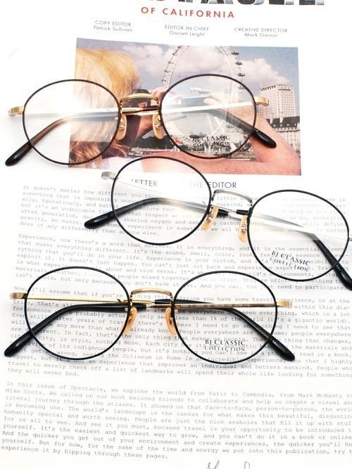 562498b0bdb30c 一言で【伊達メガネ】といっても、様々な形のレンズ、色などがあるので、そのときの気分で印象がチェンジできます!かけるだけでおしゃれ度がぐっとアップするのも、  ...