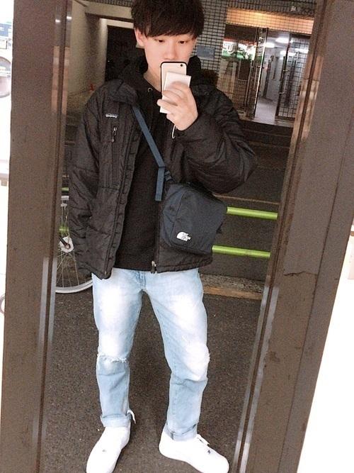 コーデ 黒 パーカー 黒パーカーのメンズコーデ20選!ジップ・プルオーバー別の着こなしテクを解説!