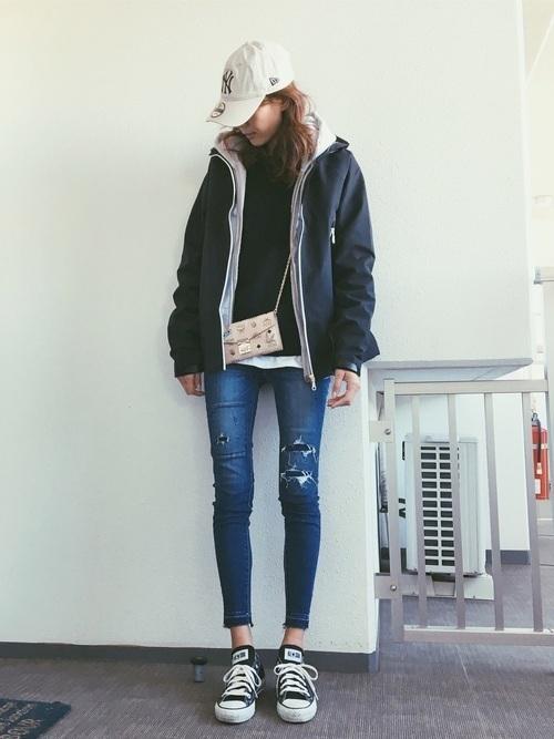 写真のように中にパーカーなどを着れば、より中の熱も逃がさず外から冷気が入ることも防げちゃいます。梅雨時や寒くなるころにはウィンドブレーカーが手放せなくなって