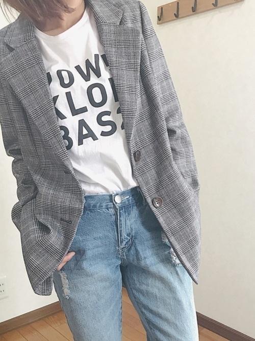 半袖から長袖まで!優秀アイテム「ロゴTシャツ」の今っぽコーデの9枚目の画像
