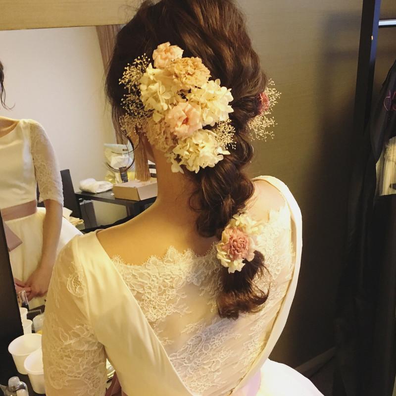【カラードレスに合う髪型】を提案!美しい花嫁姿で特別な思い出に