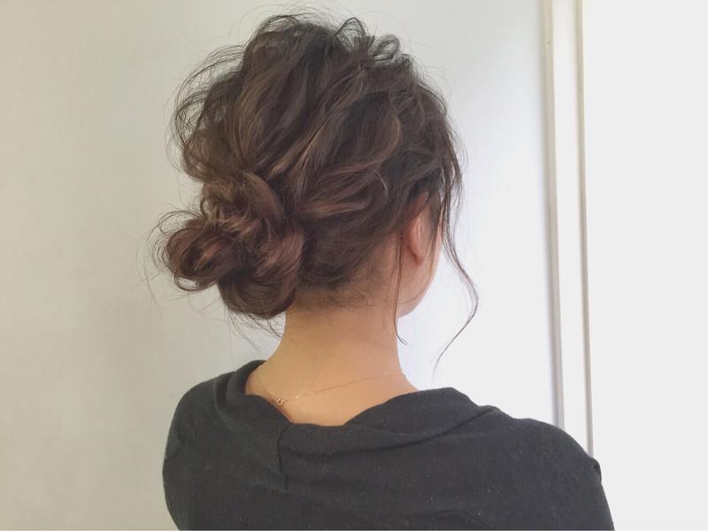 【結婚式やオフィスにも♡】ミディアムヘアの簡単ヘアセットはコレ。