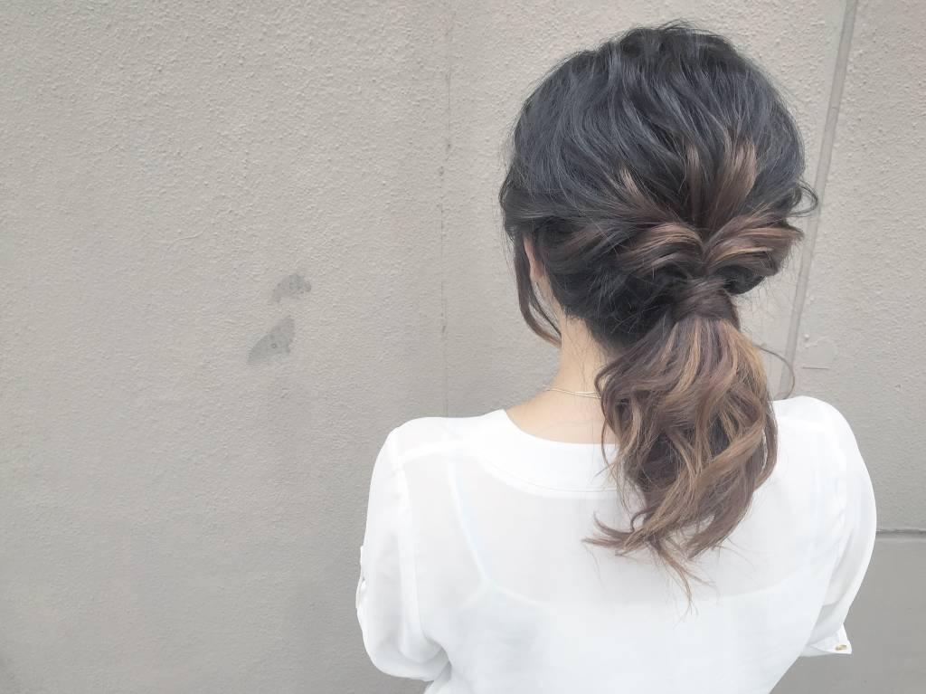 【ロング編】インナーカラー×ヘアアレンジ9. 場所を選ばず使えるヘアアレンジが魅力♡