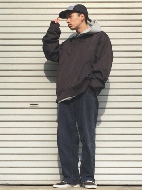 【おすすめ黒デニムコーデ20選】メンズ・レディースコーデを解説