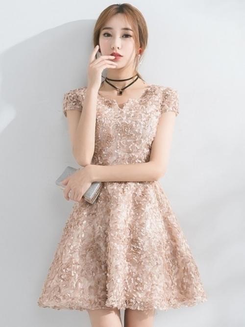 e23e9c8682e22 普段着ないパーティドレスは、特別なアイテム。特別な日に自分のお気に入りのパーティドレスを着れば、写真を撮るのももっと楽しくなるはず…