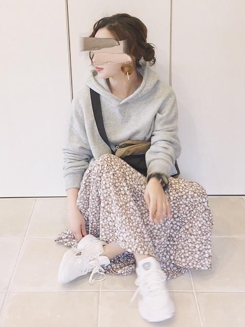 2019》大人女子コーデの新定番!パーカー×スカート24選