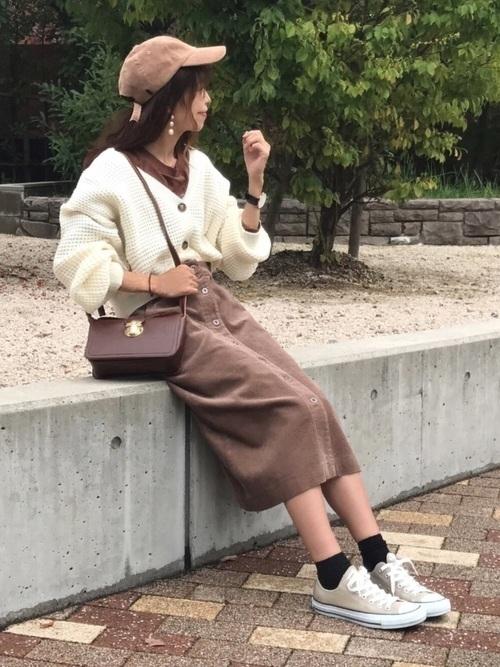 大人かわいい♡【ベージュタイトスカート】の春夏秋冬コーデ特集!