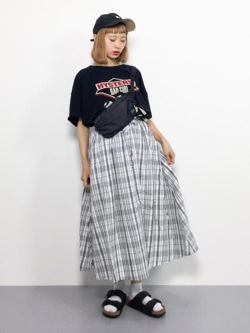 サイズ感がカギ!?Tシャツで作るおしゃれなレディースコーデ♡の1枚目の画像
