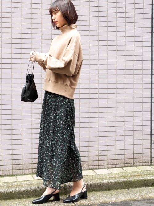 【2019年】黒の花柄スカートで作る♡シックなレディースコーデ!の3枚目の画像
