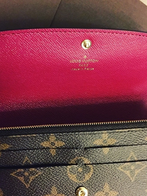 06079d90775c ルイ・ヴィトンは、財布やバッグなどで有名なブランドの1つですよね。そんなルイ・ヴィトンは、多くの種類の財布がそろっているんですよ。大人の女性にぴったりな  ...