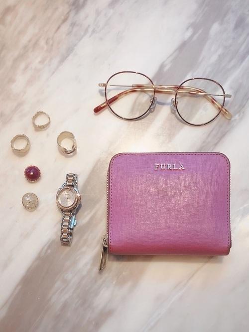 fbae09c5762d フルラの財布は、20代~30代の方に人気のブランド。収納性も高く、ガーリーなデザインのものが多いのが特徴ですよ!