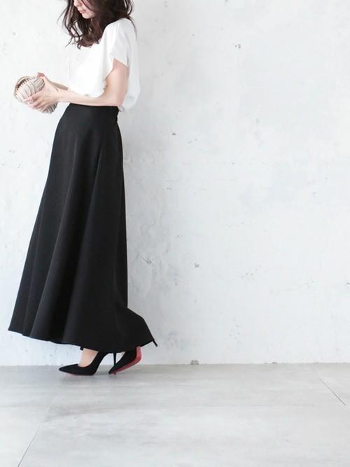 黒スカートコーデに注目!〈春夏秋冬〉着れる黒スカートのコーデ集