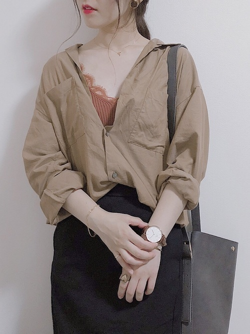 レディース【オープンカラーシャツ×季節別】でデコルテ美人コーデ