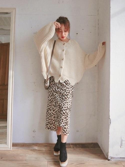 万能モテアイテム【白ニット】の選び方と着痩せコーデ術を紹介♡の2枚目の画像