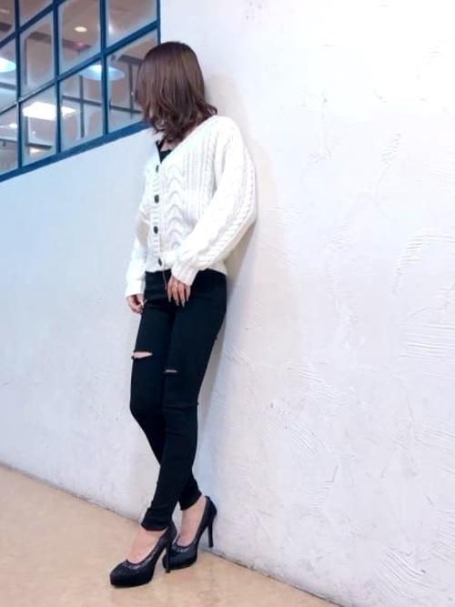 万能モテアイテム【白ニット】の選び方と着痩せコーデ術を紹介♡の14枚目の画像