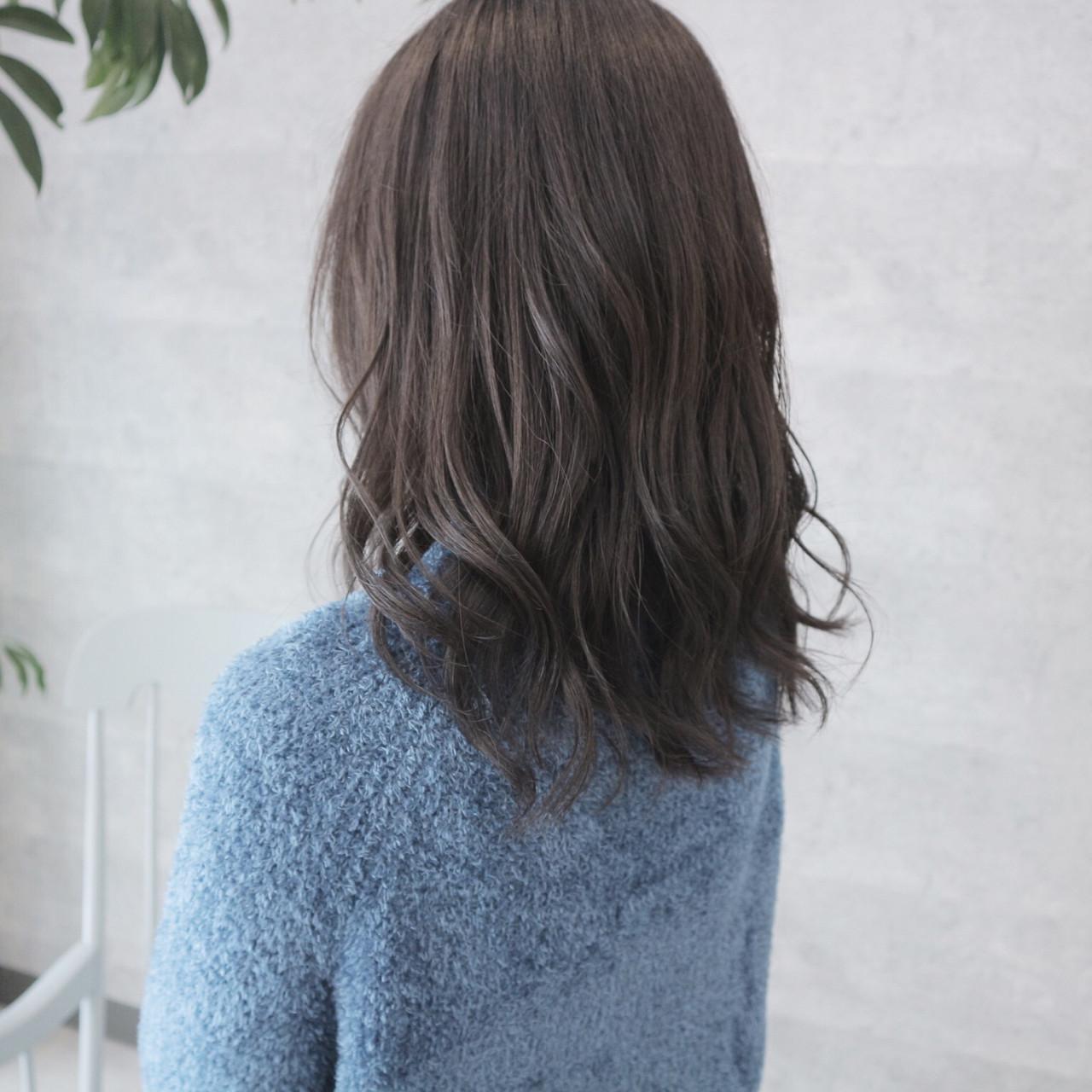 次のヘアカラーは、ブルーブラックへシフト!透明感を手に入れよう♡の3枚目の画像