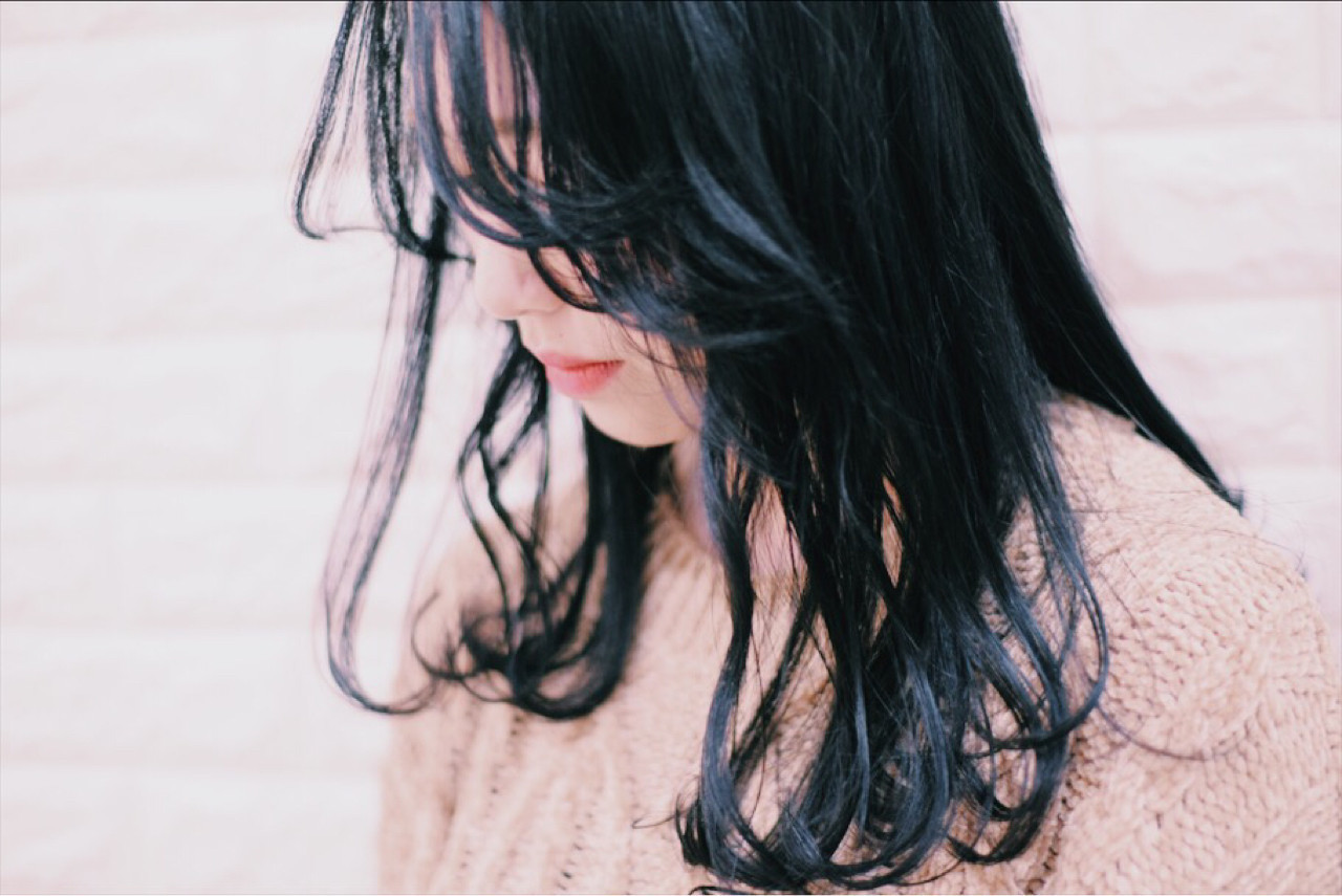 次のヘアカラーは、ブルーブラックへシフト!透明感を手に入れよう♡の10枚目の画像
