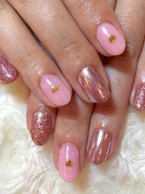 ミラーネイルのピンクがかわいい♡基本的なネイルのやり方も紹介の11枚目の画像