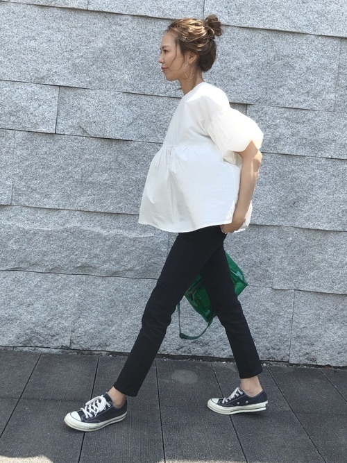 黒スキニーコーデで夏を満喫。ファッションをすっきりまとめての1枚目の画像