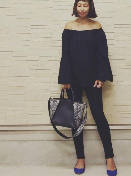 黒スキニーコーデで夏を満喫。ファッションをすっきりまとめての8枚目の画像