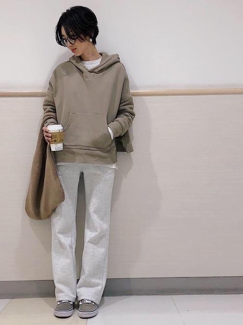 スニーカーコーデで冬をキュートに。トレンド意識のファッションもの12枚目の画像