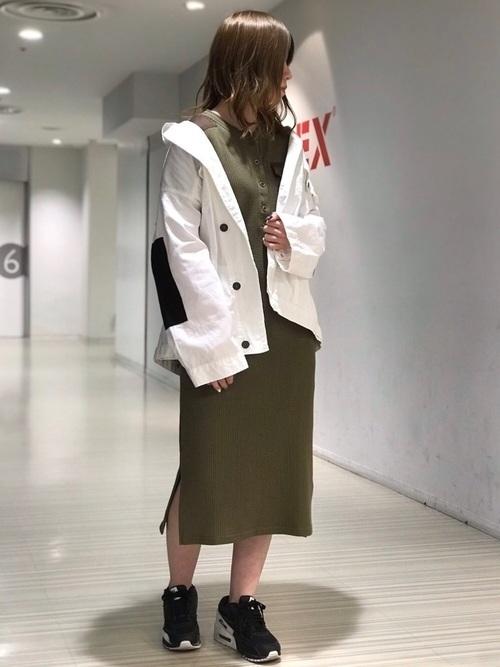 白ジャケットコーデで爽やかな印象に。コツを掴んで着回そうの8枚目の画像