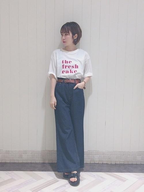 やっぱりロゴTシャツコーデが好き。ボトムス別おしゃれコーデ集の3枚目の画像