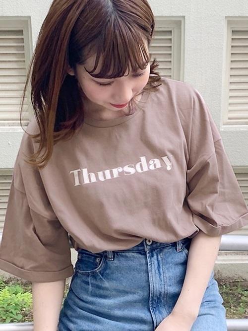 《2020年》ロゴTシャツで作る♡旬なレディースコーデ25選の2枚目の画像