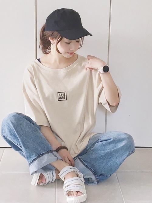Tシャツはオーバーサイズがかわいい。小物使いも工夫して着こなそう