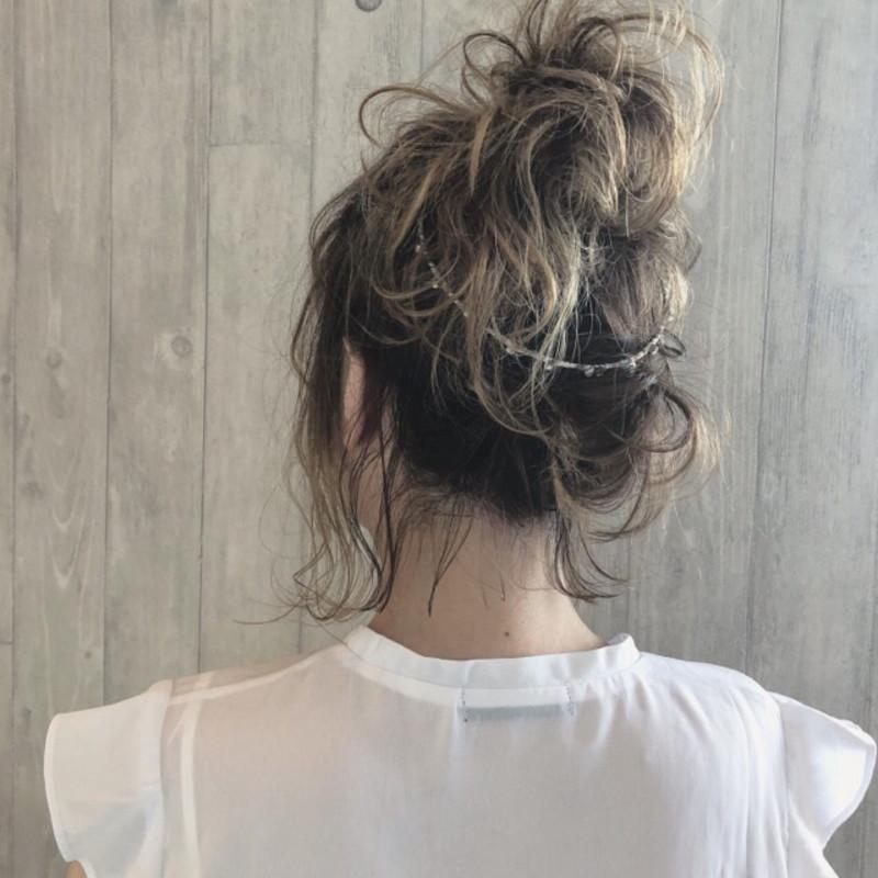 【アレンジ10選】バックカチューシャで華やかなヘアスタイルに♡