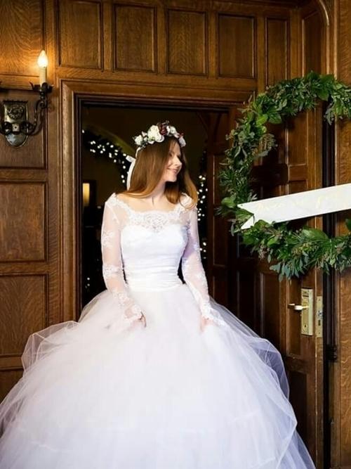 ウェディングドレスの画像をチェック。おしゃれな衣裳がいっぱいの9枚目の画像