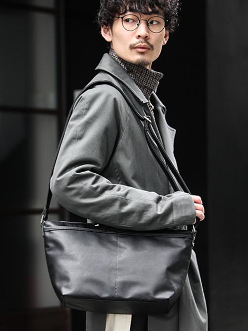 エディターズバッグはデキるメンズの相棒。おすすめコーデを紹介の1枚目の画像