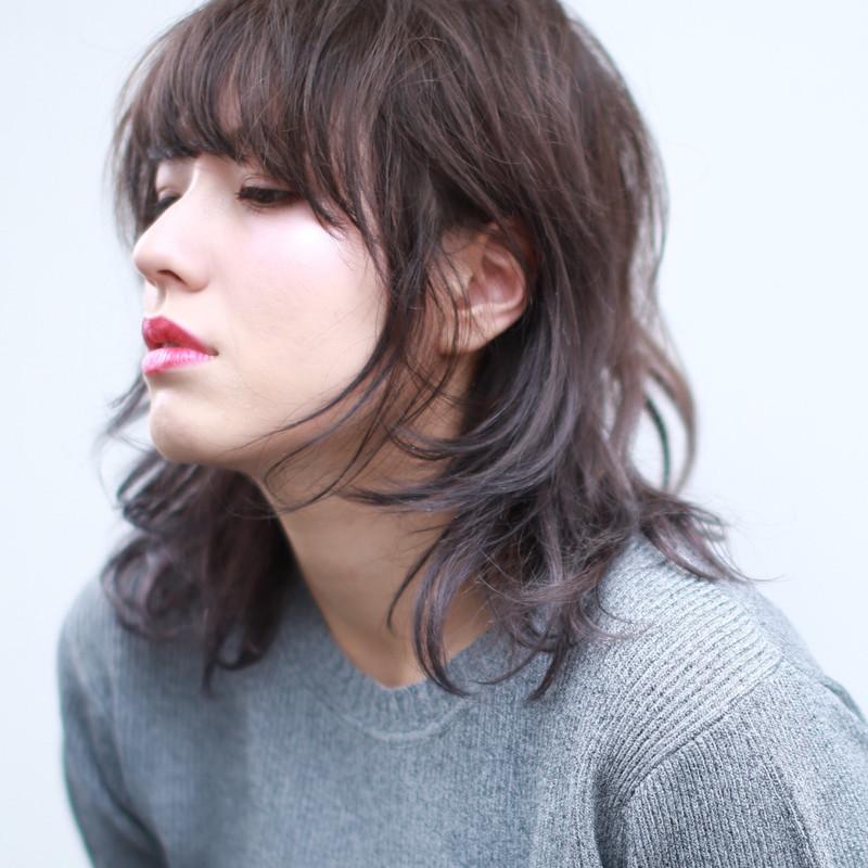 流行りのレディース髪型6》ウルフカットで女っぽく , 【髪型に