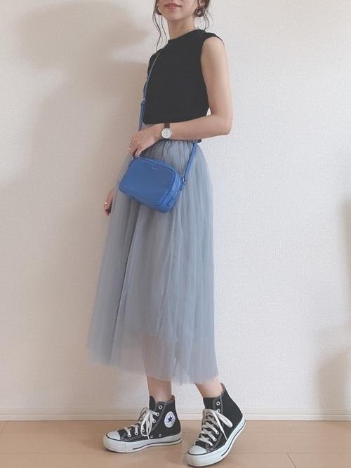 水色スカートで爽やかコーデを楽しもう。タイプ別のおすすめを紹介