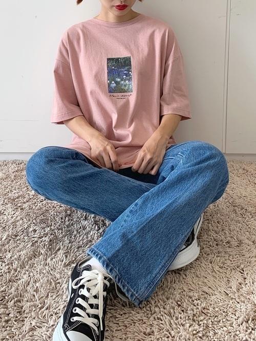 ピンクTシャツをプラス♡愛されレディースコーデ15選を紹介