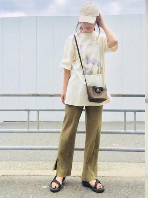 主役級Tシャツで夏映え♡アカ抜けTシャツコーデ9選の8枚目の画像