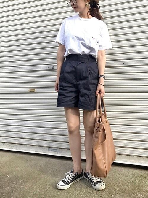 主役級Tシャツで夏映え♡アカ抜けTシャツコーデ9選の2枚目の画像