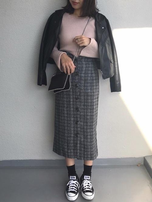 レディース向け【スニーカー×スカート】で作る大人女っぽコーデ特集の16枚目の画像