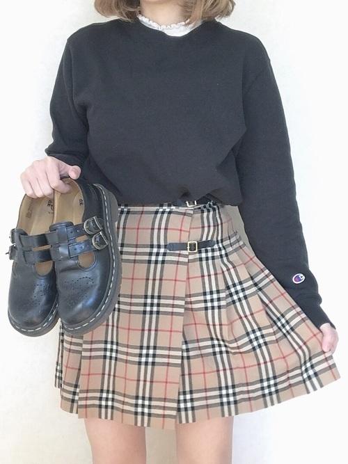 【バーバリーチェックスカート】の魅せるおすすめオトナコーデ集♡