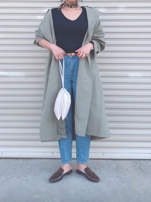 【インナーの定番!】Vネックセーターですっきり着こなす冬コーデ♡