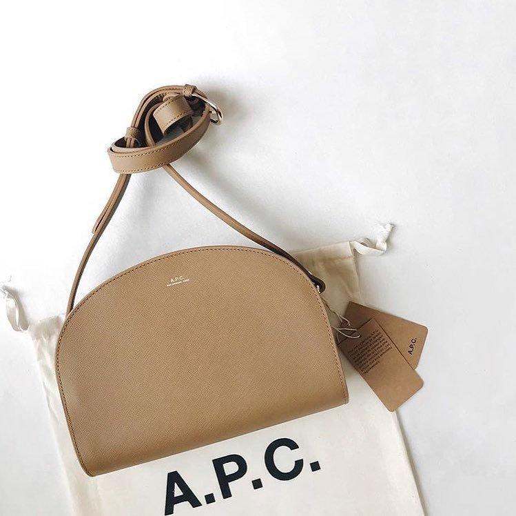 こなれ感アップに【A.P.C.】のバッグ♡人気コーデもご紹介!