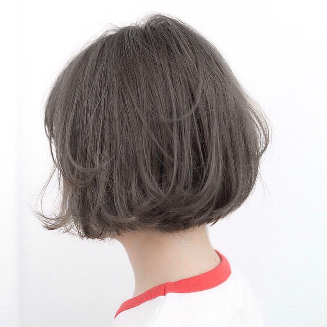毛先のワンカールで動きが出るボブ。 ポイントは少しいれたレイヤー。 赤みのないグレージュで柔らかな 透明感を。  #前髪 #グレージュ #透明感 #アッシュ #ナチュラル #カジュアル #ストリート #ガーリー #キュート #オフィス #丸顔 #シースルーバング #カラー上手い #ゼロアルカリストレート #髪質改善 #ストレートパーマ #ショート  #ショートボブ  #ボブ  #アッシュ  #アディクシーカラー  #アディクシーカラー  #イルミナカラー