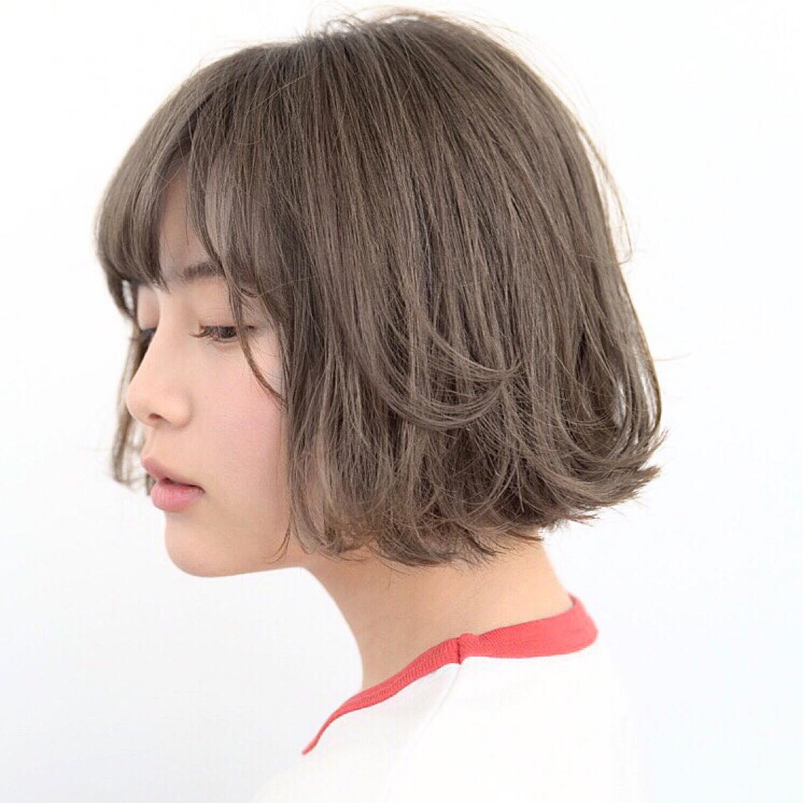 内にも外にもラフな動きがかわいい。 グレージュボブ。  #前髪 #グレージュ #透明感 #アッシュ #ナチュラル #カジュアル #ストリート #ガーリー #キュート #オフィス #丸顔 #シースルーバング #カラー上手い #ゼロアルカリストレート #髪質改善 #ストレートパーマ #アッシュ  #アディクシーカラー  #イルミナカラー  #ショート  #ショートボブ  #ボブ