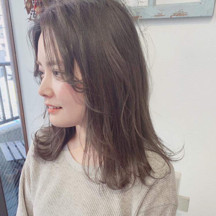グレージュhair.  #alicehairdesign#hair#hairstyle#haircolor#hairarrange#make#fashion#小倉美容室#外国人風カラー#ハイトーン#ブリーチ#インナーカラー#ハイライト#グラデーションカラー#ヘアスタイル#ヘアカラー#ヘアアレンジ#oggiotto#紐アレンジ#ayakocolor#和紐#美容師お呼ばれアレンジ#美容学生#FIBREPLEX#ラテカラー#グレージュ#透け髪