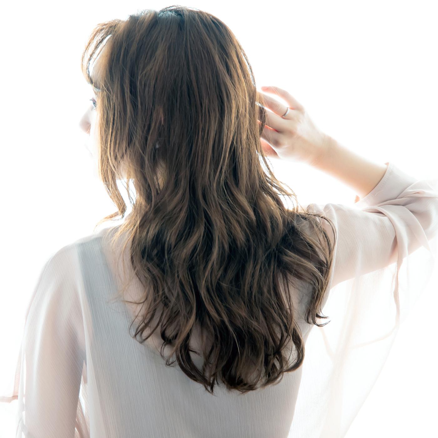 """代々木・新宿ラフリジーの【アディクシーカラー】で 夏のダメージをケアしながら外国人風・暗髪アッシュに♡   夏のダメージでキンキンになってしまった髪の『黄色味』や『オレンジ味』を抑えて """"上品"""" な秋の暗髪アッシュカラーにしたい!   そんな方には【アディクシーカラー】がおすすめ♪   日本人特有の髪の『赤み』や『黄色味』を抑えて """"透明感""""や上品な""""深み""""を演出できる【アディクシーカラー】なら   トレンドのくせ毛風ウィーブとの相性もバッチリな """"透明感""""と""""抜け感""""のある、上品な秋のグレージュカラーを楽しめます♪   【アディクシーカラー】で 暗いけど重くない、上品な秋のアッシュブラウンを先取りしましょー♪    #スーパーロング #四角顔 #ロング #グレージュ #ブルージュ #オリージュ #カーキ #カーキアッシュ #アッシュ #アッシュベージュ #ベージュ #アディクシー #イルミナ #アディクシーカラー #イルミナカラー #エヌドット #エヌドットカラー #透明感カラー #外国人風 #外国人風カラー #カジュアル #ストリート #代々木 #新宿 #北参道 #ラフリジー #シースルーバング"""